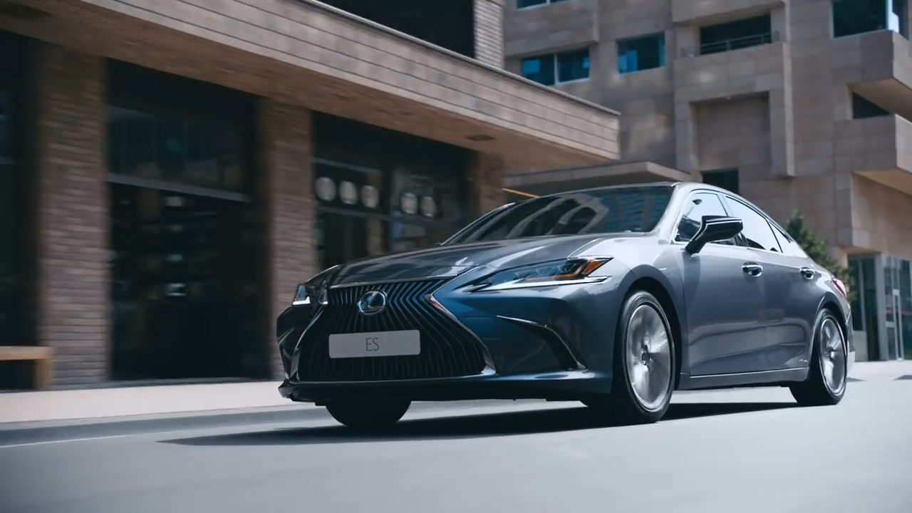 Lexus commercial in Rotterdam streets