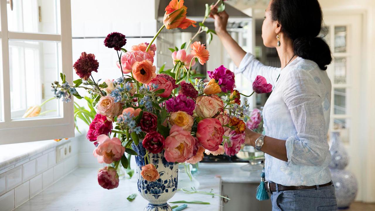 Cake Atelier working on bouquet